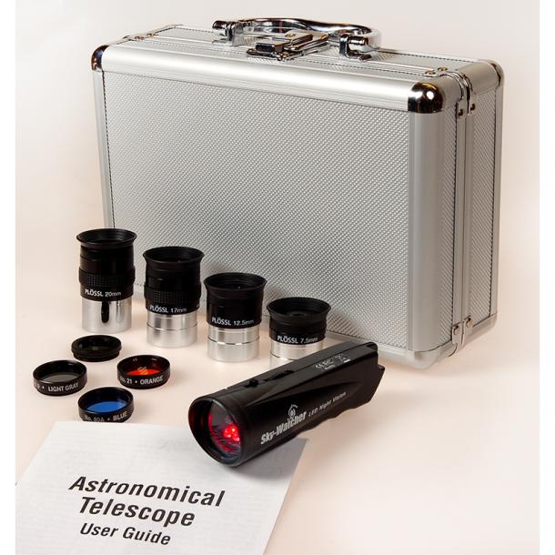Skywatcher okular och filterkit i kuffert